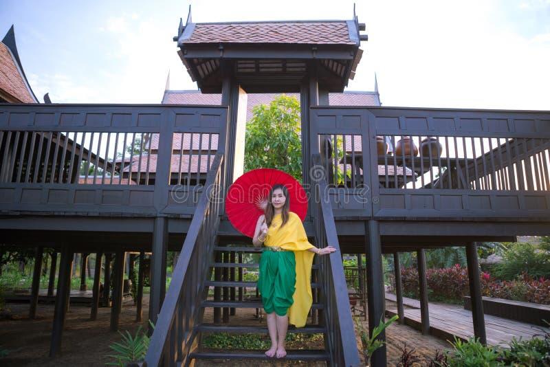 有传统风格的泰国妇女 库存图片