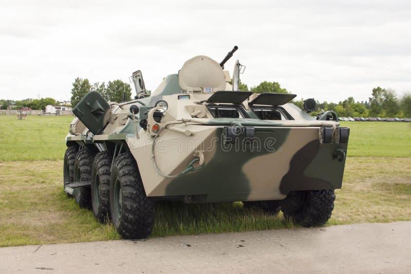 有伪装油漆的俄国现代装甲运兵车 免版税图库摄影