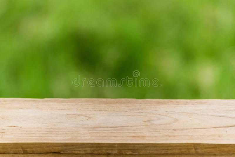 有使用墙纸和背景被弄脏的背景树的木棍子 免版税库存照片