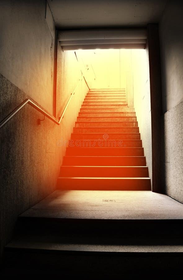 有使目炫反射的大城市台阶 免版税图库摄影