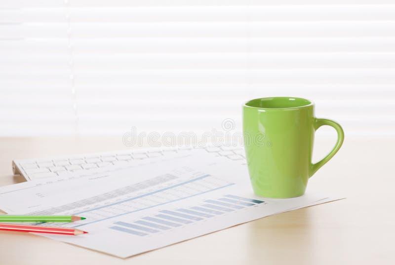 Download 有供应和报告的办公室工作场所 库存图片. 图片 包括有 图表, 安纳托利亚, 无政府主义, 管理, 室内 - 72361029