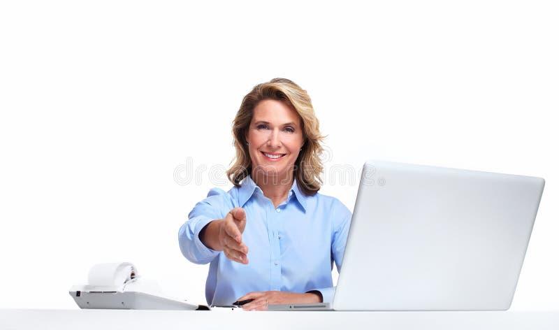有便携式计算机的女商人。 图库摄影