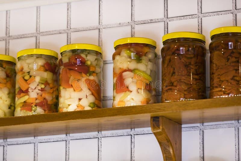 有保存的菜玻璃瓶子 免版税库存照片