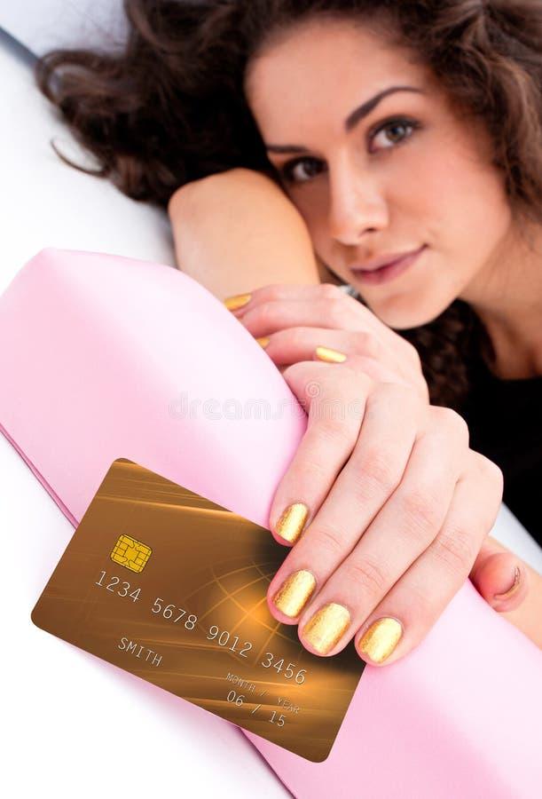 有信用卡的妇女手 免版税库存图片