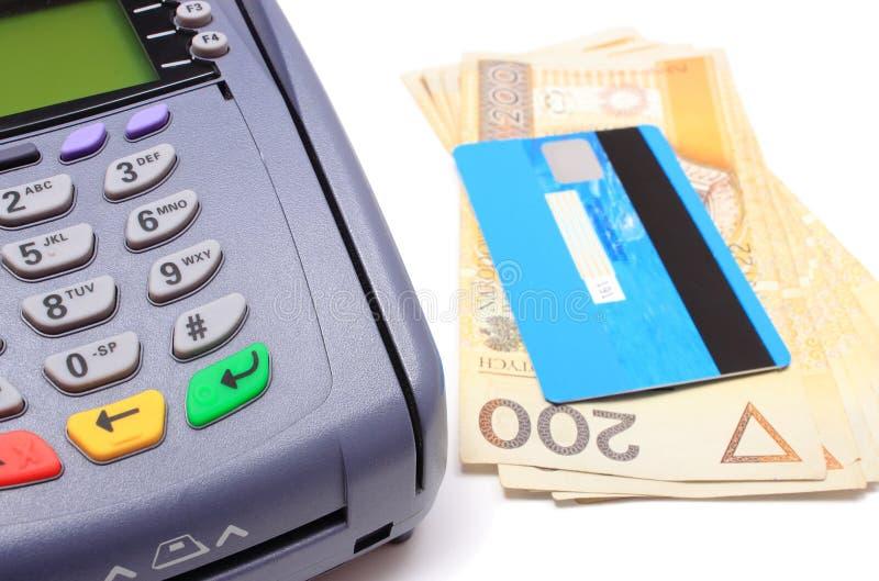有信用卡的付款在白色背景的终端和金钱 免版税库存图片