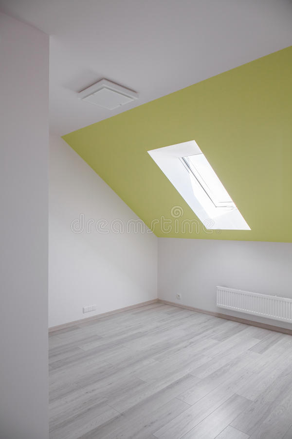 有倾斜的墙壁的室 免版税图库摄影