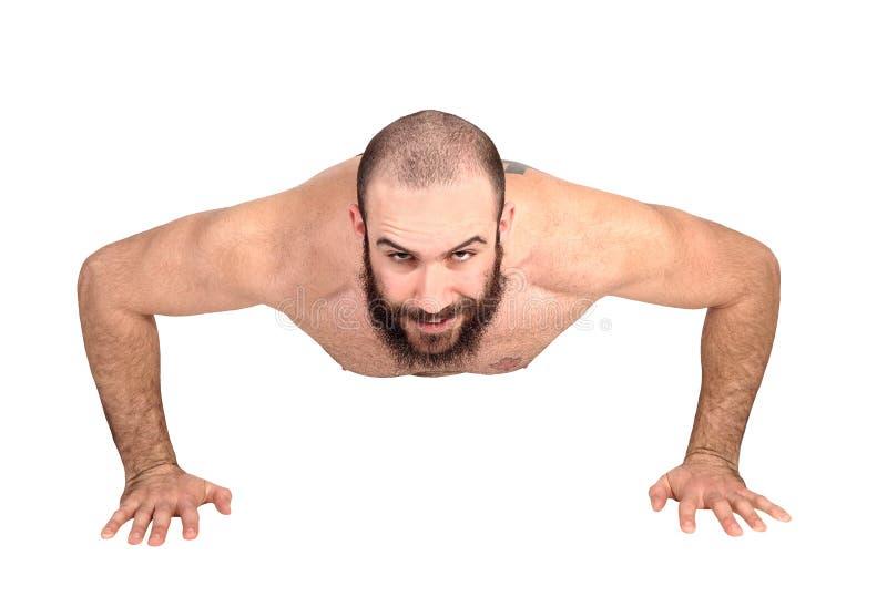 有做在地板上的胡子的人俯卧撑 免版税库存照片