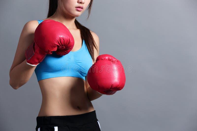 有健康形象的体育妇女 免版税图库摄影