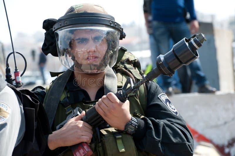 有催泪弹枪榴弹发射器的以色列战士 免版税库存图片