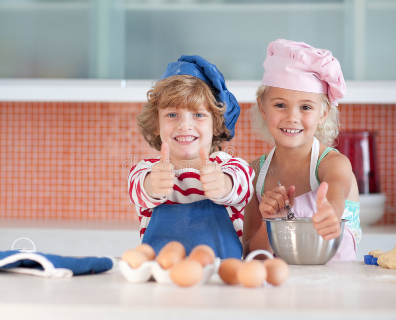 有儿童的乐趣厨房 库存图片