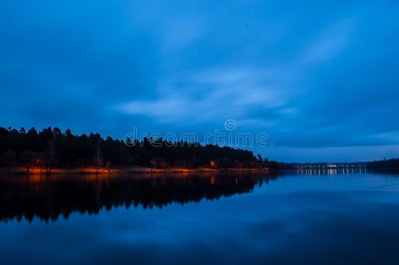 有光的公园夜 库存图片