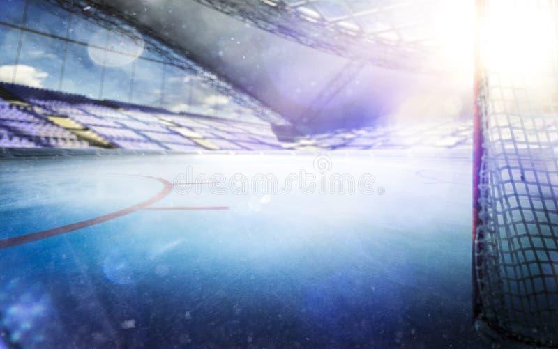 有光的冰球体育场拥挤和一个空的滑冰场 免版税库存照片