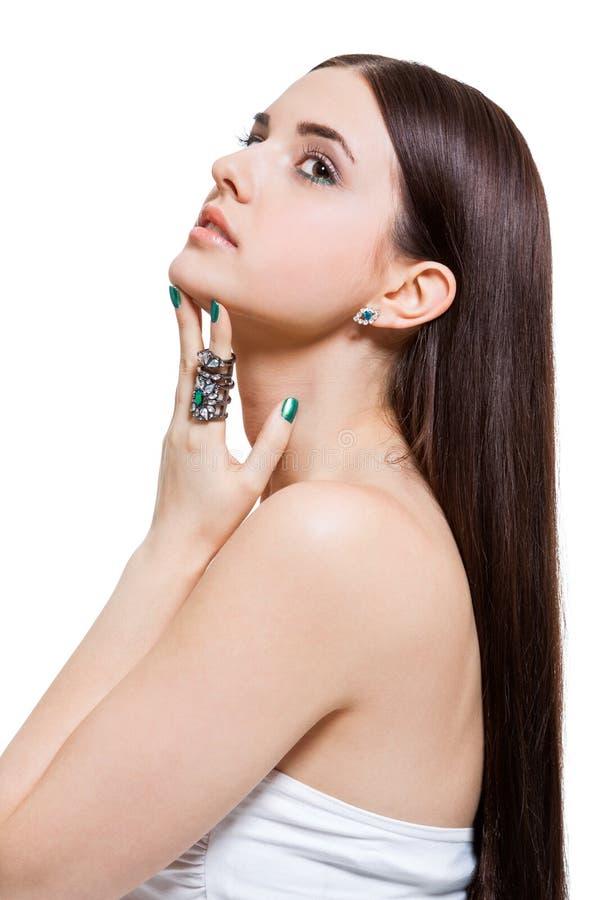 有光秃的肩膀的美丽的肉欲的少妇 免版税库存图片