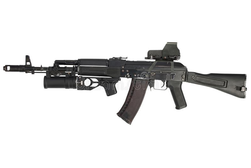 有全息照相的武器视觉和underbarrel枪榴弹发射器的现代卡拉什尼科夫AK 74M攻击步枪 免版税库存照片