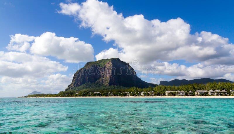有全景的海的莫纳山毛里求斯 库存图片