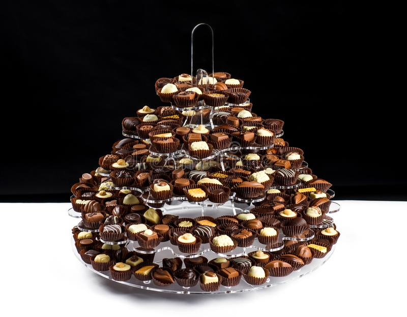 有全部的板材比利时巧克力果仁糖准备好吃 图库摄影