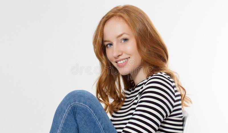 有关闭的红发女孩在白色背景隔绝的宏观面孔 妇女秀丽和皮肤护理 没有组成概念 红头发人 图库摄影