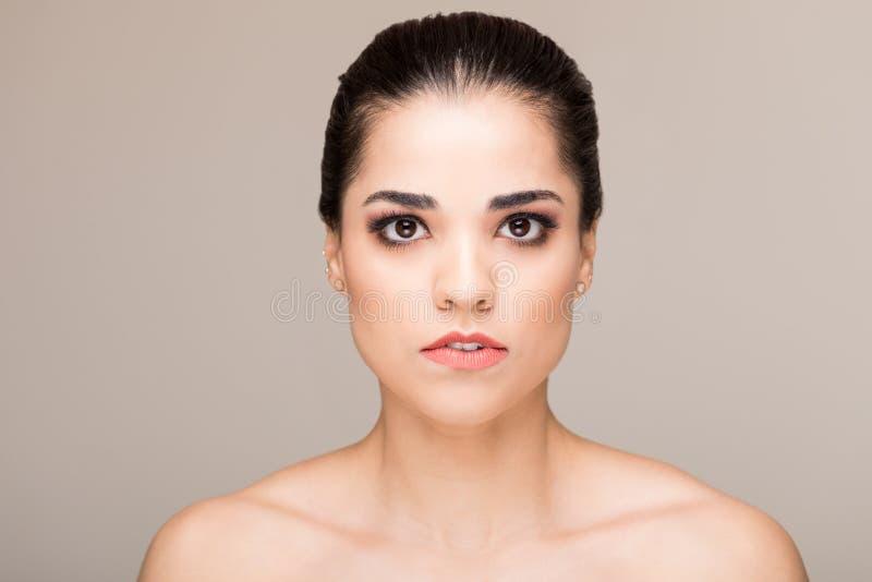 有典雅的皮肤的漂亮的女人 库存照片
