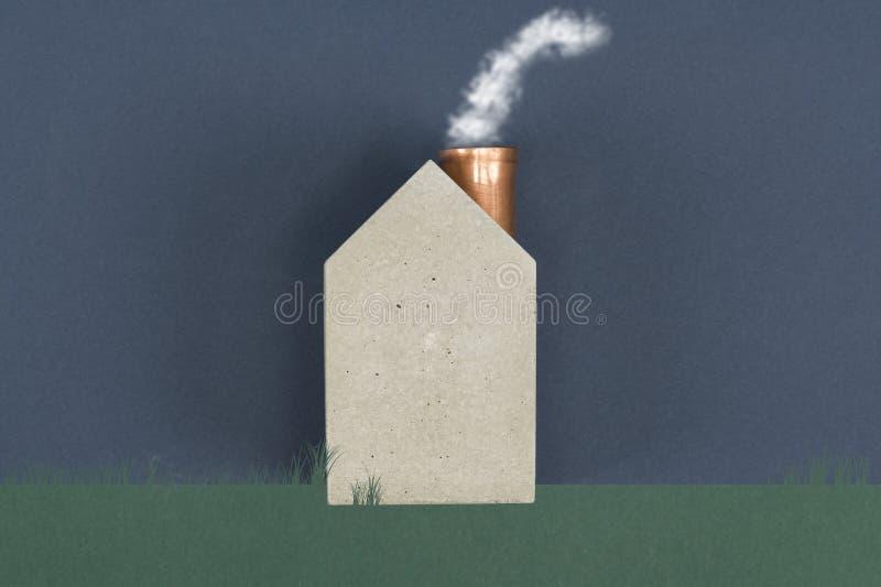有冒烟的概念性房子 免版税库存图片