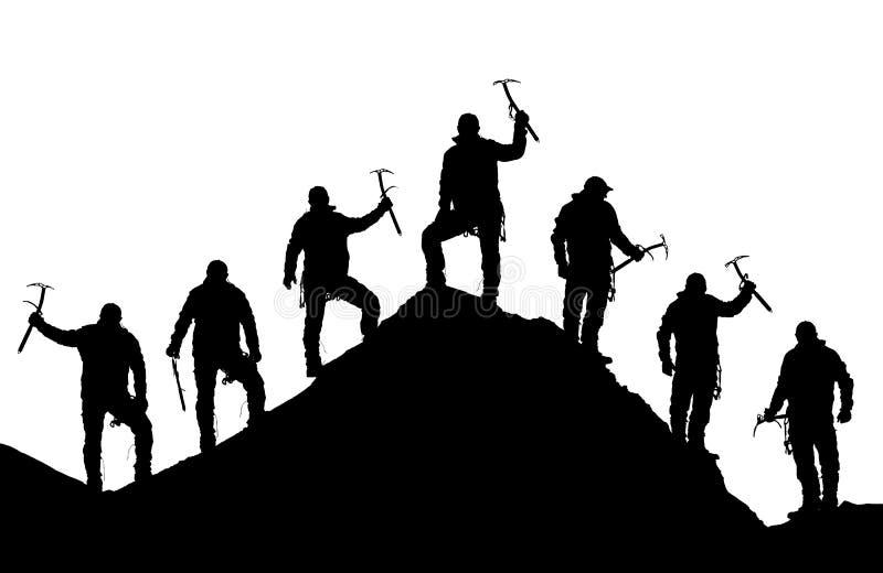 有冰斧的登山人在手中在珠峰顶部 库存图片
