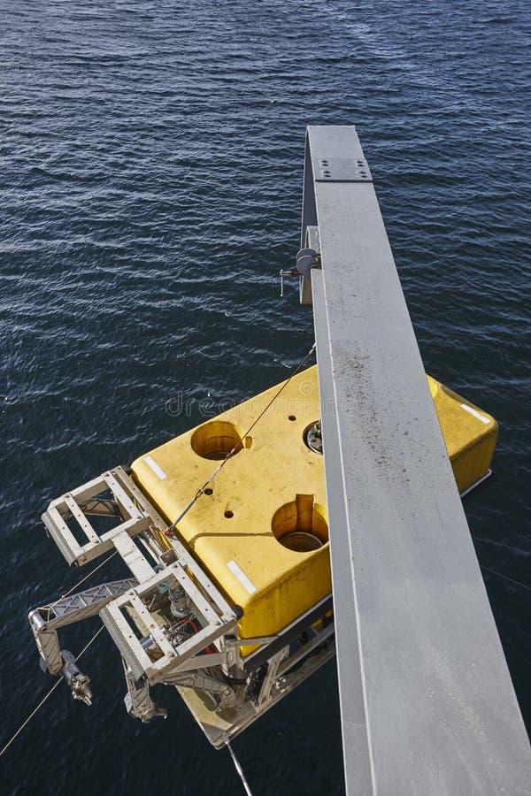 有准备好的起重机的科学水下机器人被淹没 库存照片