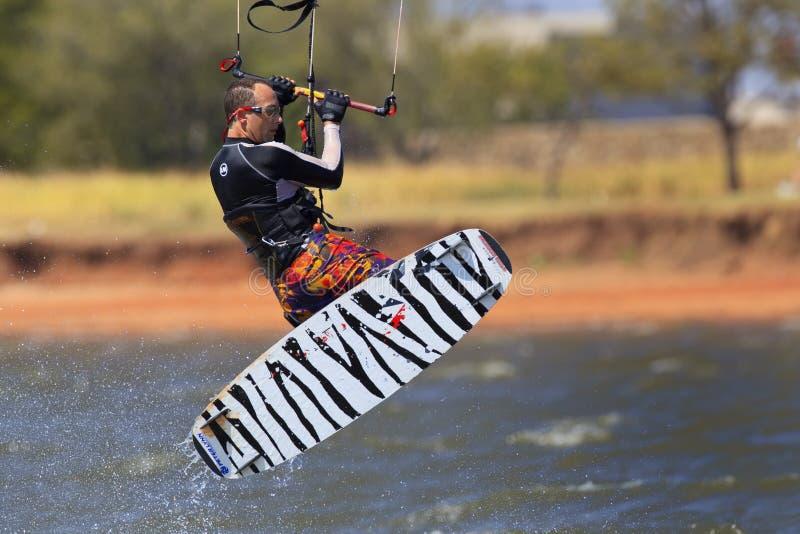 有凉快的看的水橇板的风筝冲浪者 免版税图库摄影