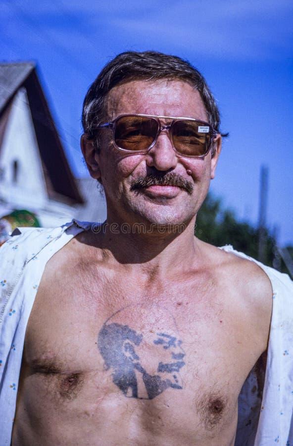 有列宁纹身花刺的俄国人 免版税库存照片