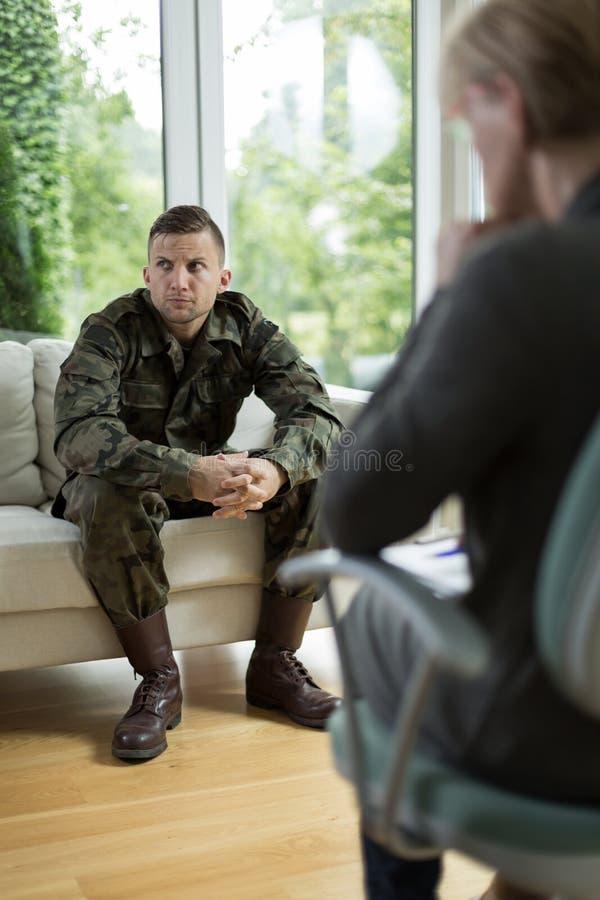 有创伤后心理压力紧张综合症的战士 免版税库存照片