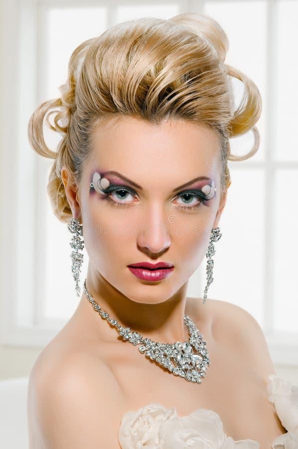 有创造性的构成和发型的新娘 库存照片