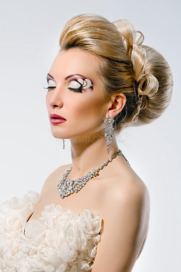 有创造性的构成和发型的新娘 图库摄影