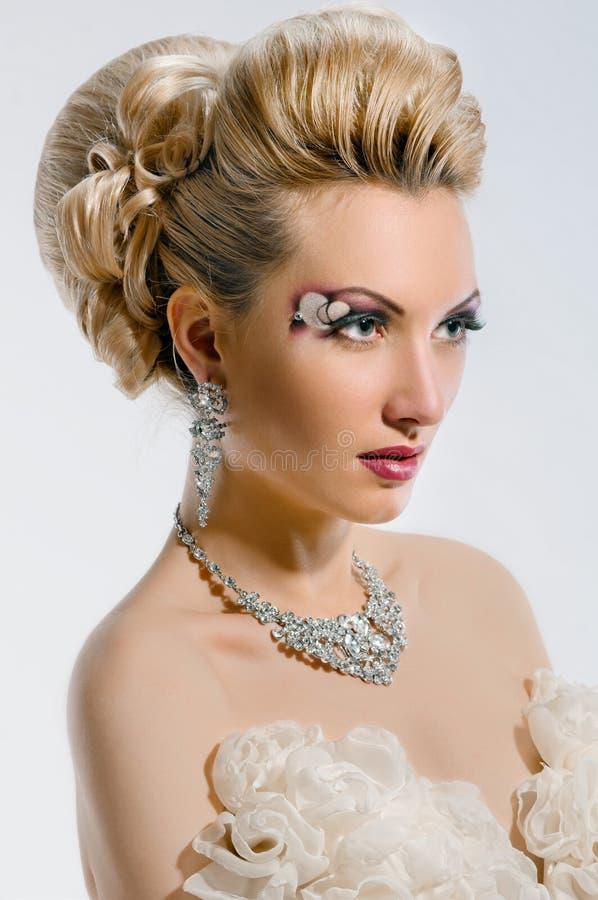有创造性的构成和发型的新娘 免版税库存照片