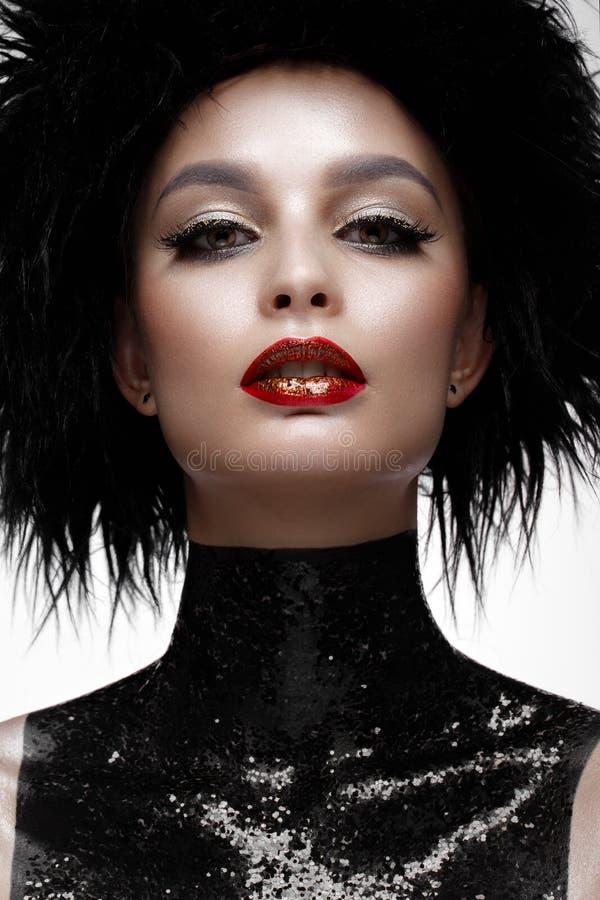 有创造性的构成和黑假发的美丽的时尚妇女 秀丽表面 免版税库存照片