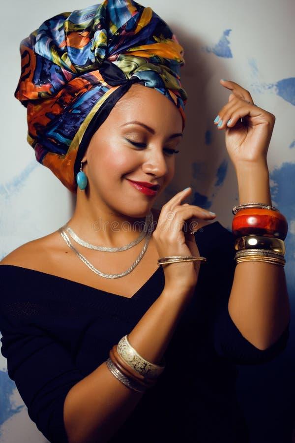 有创造性的秀丽聪慧的非洲妇女组成 库存照片