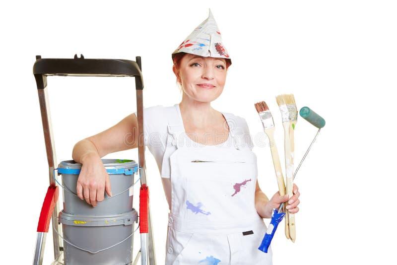 有刷子和油漆的画家 库存图片