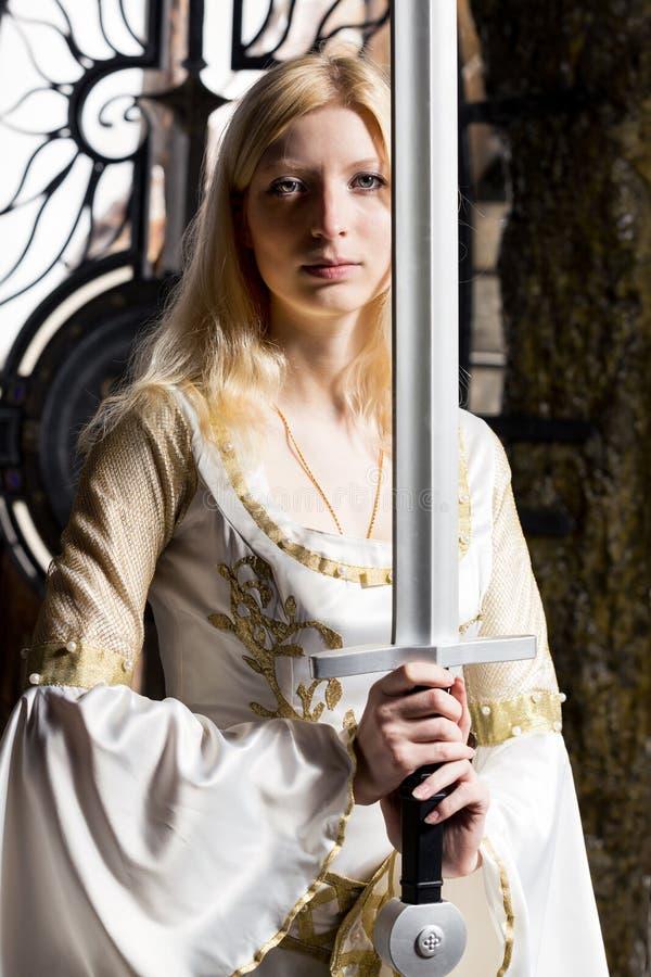 有剑的妇女 库存图片