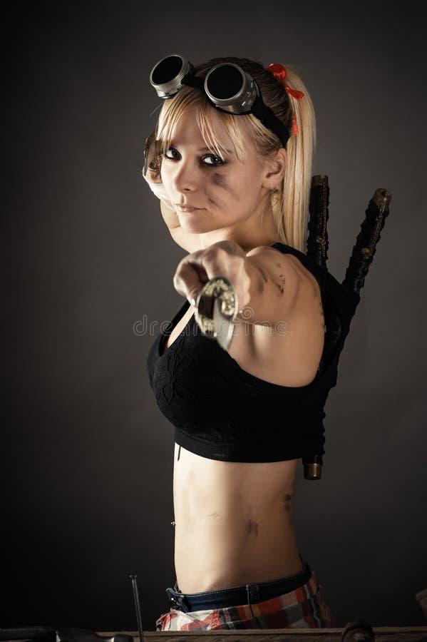 有剑的美丽的妇女 免版税库存图片