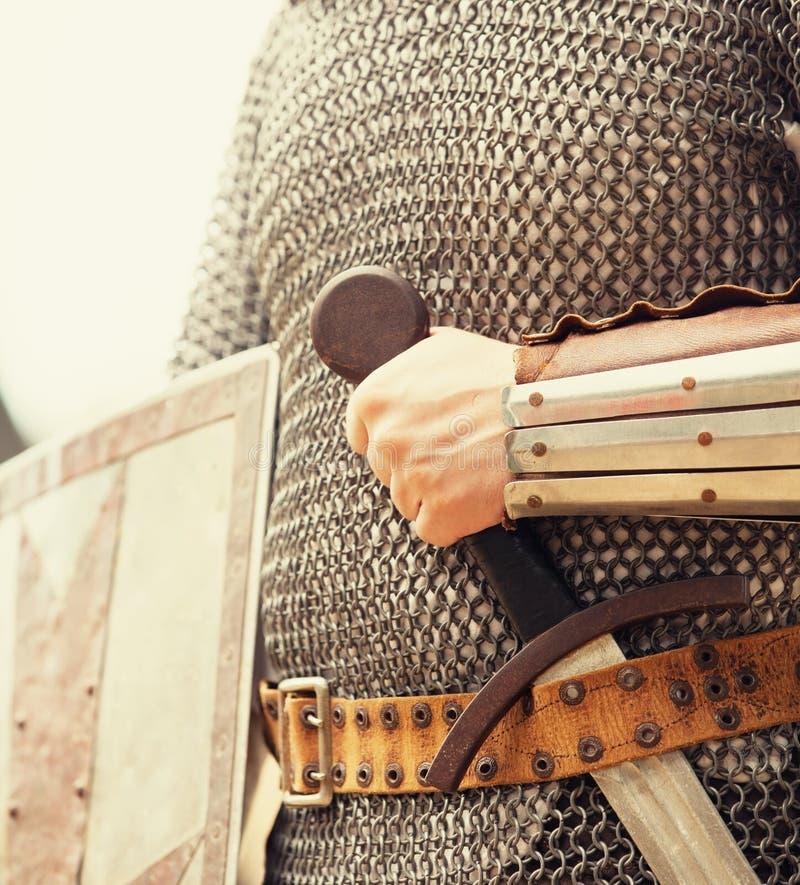 有剑的骑士 库存图片