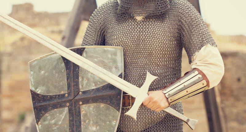 有剑的骑士 免版税库存图片