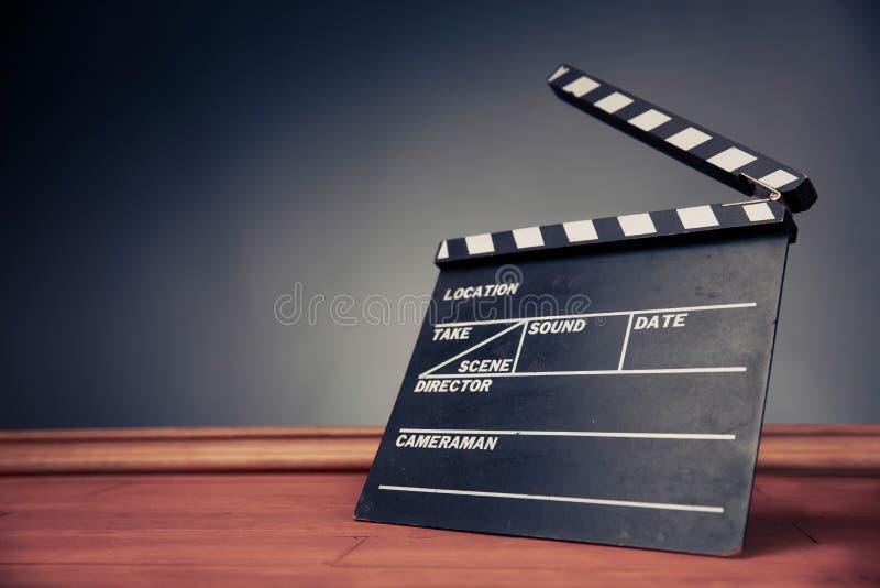 有剧烈的照明设备的电影拍板 库存图片