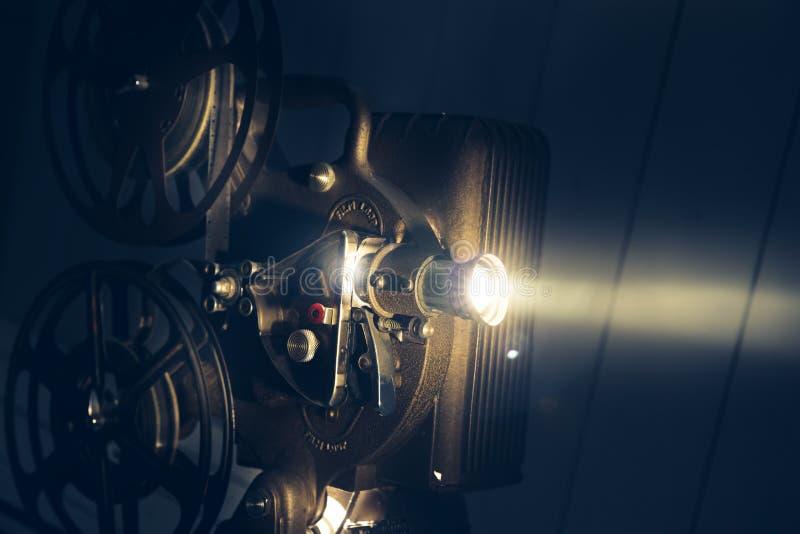 有剧烈的照明设备的电影放映机 免版税库存图片