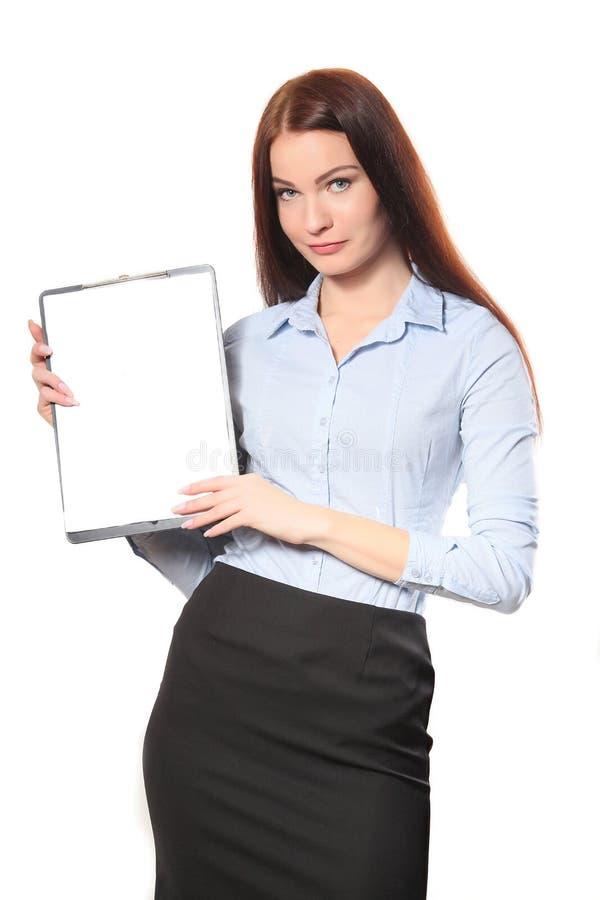 有剪贴板的, isola愉快的微笑的快乐的年轻女实业家 免版税库存照片