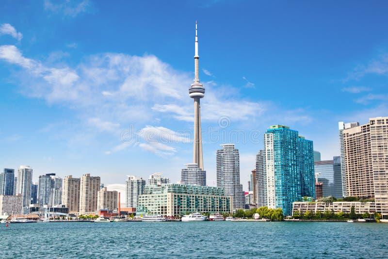 有加拿大国家电视塔都市风景的多伦多市中心在安大略湖 免版税库存照片