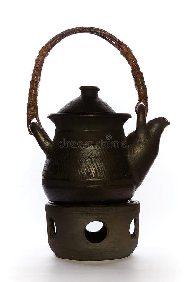 有加热器关闭的黑中国茶壶在白色背景 免版税库存图片