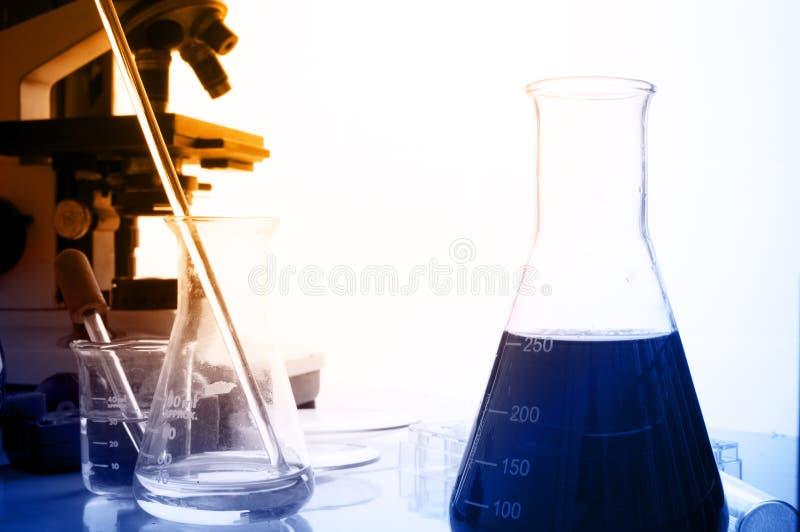 有化工题材的科学实验室 免版税库存图片