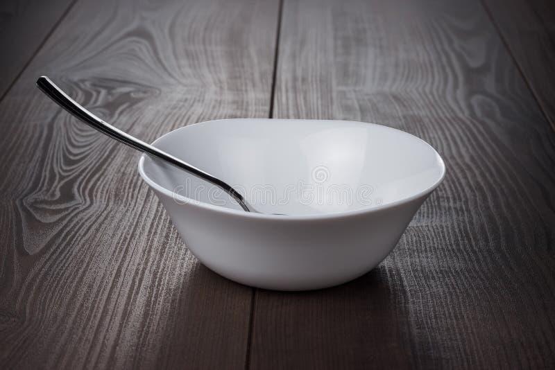 有匙子的空的碗 免版税图库摄影