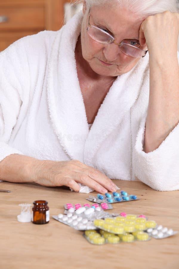 有医学的年长妇女 免版税库存图片