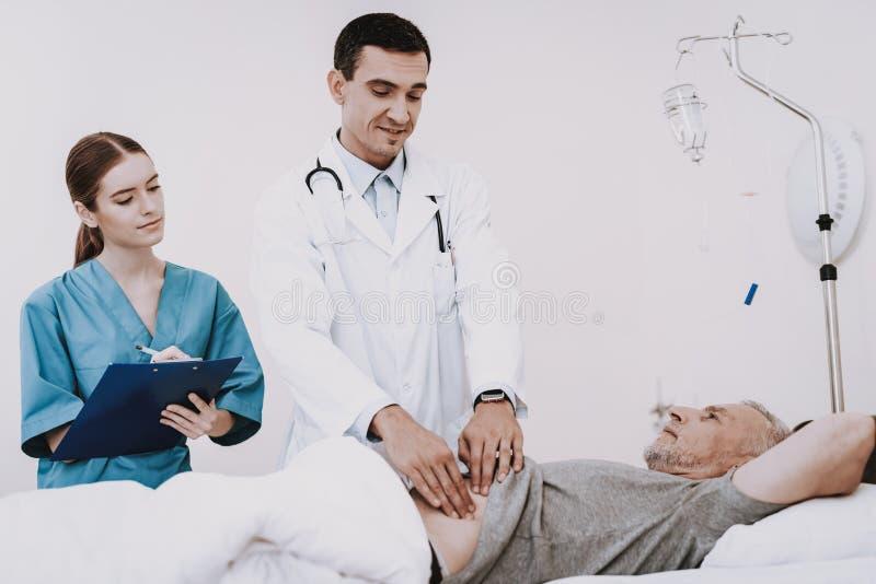 有医生的老人 患者的Care医生 库存照片
