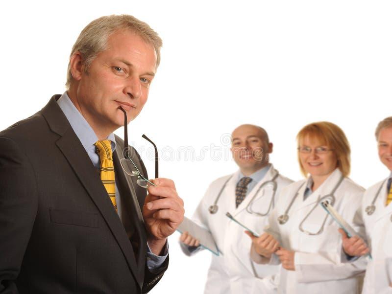 有医疗队的外科医生 免版税库存照片