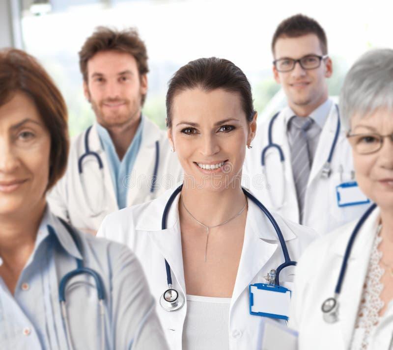 有医疗队的女性医生 免版税图库摄影