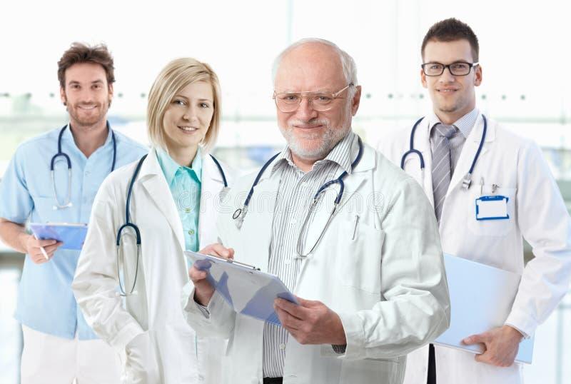 有医科学生的教授 免版税库存照片